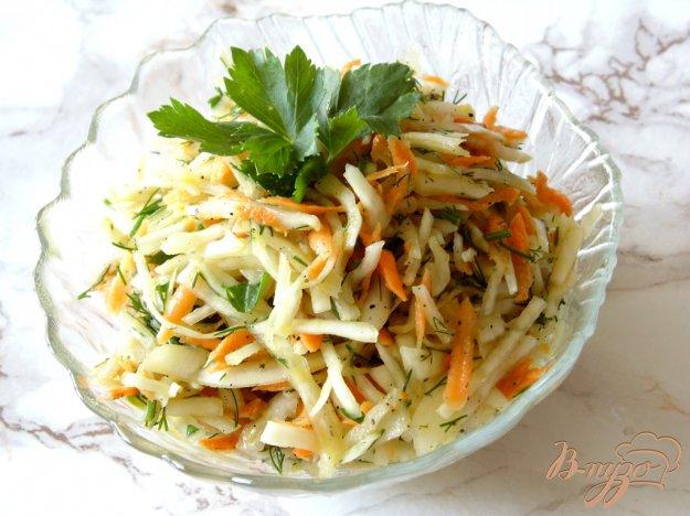 фото рецепта: Капустный салат с морковью и кинзой
