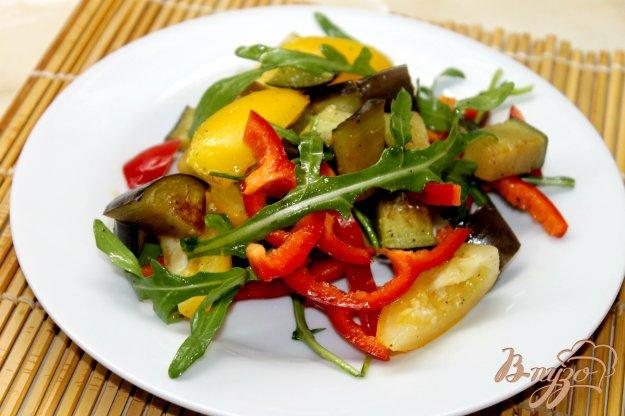 фото рецепта: Салат с рукколой и баклажанами
