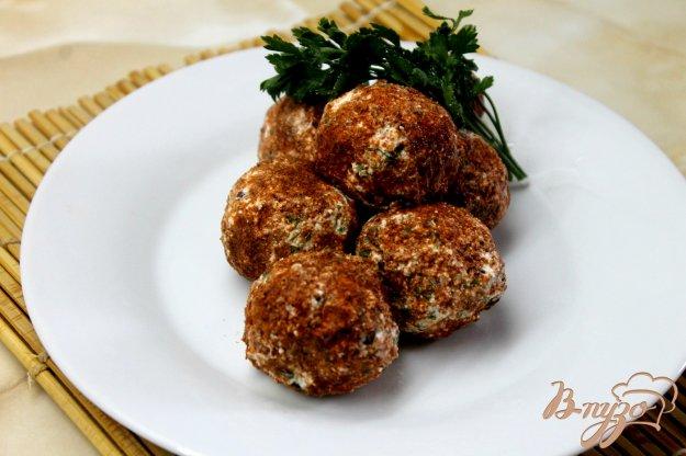 фото рецепта: Творожные шарики с оливками и базиликом