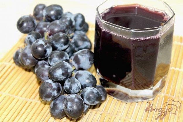 фото рецепта: Компот из синего винограда с медом и мятой