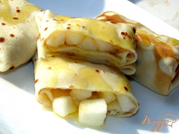 фото рецепта: Блины с грушей и медом