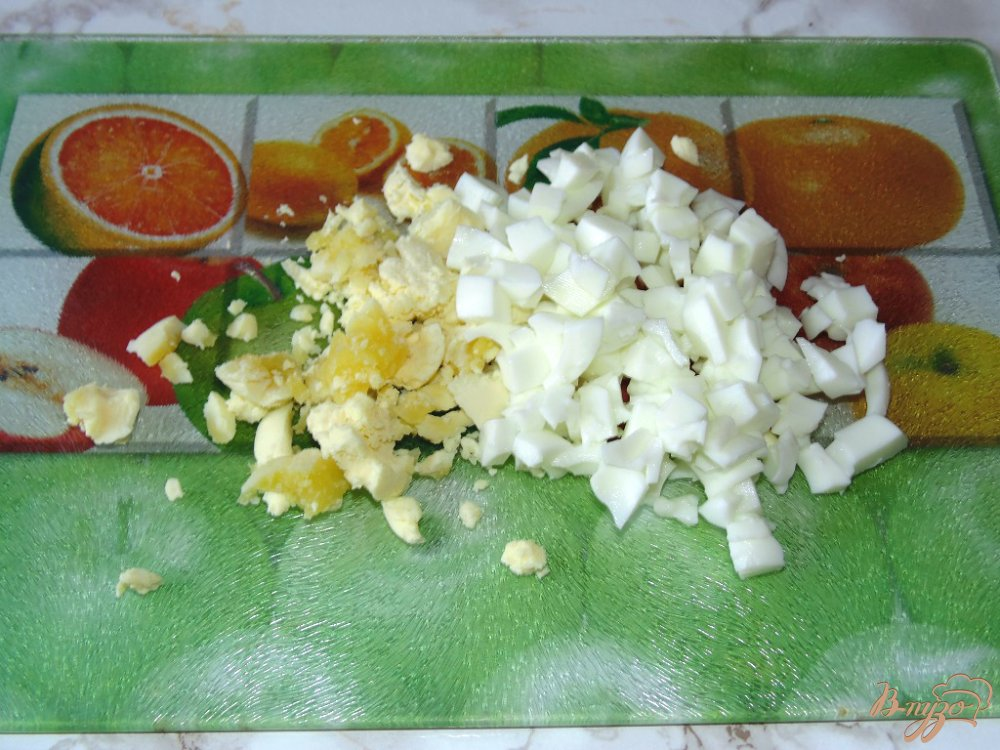 Салат с яблоками сыром и яйцами