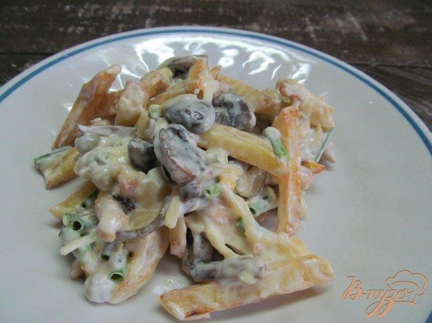 фото рецепта: Салат с жаренными - картофелем индейкой и грибами
