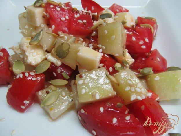 фото рецепта: Салат из дыни с помидором