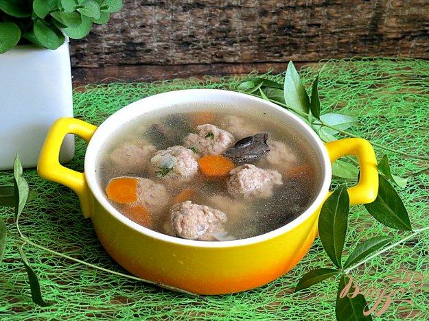 фото рецепта: Суп с лесными грибами и фрикадельками