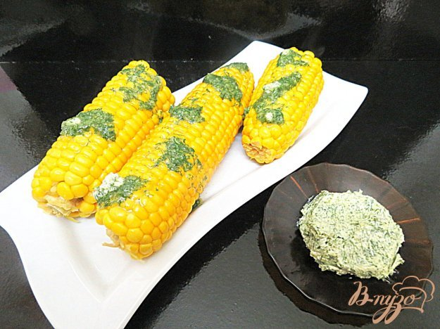фото рецепта: Кукуруза отварная c маслом и чесноком