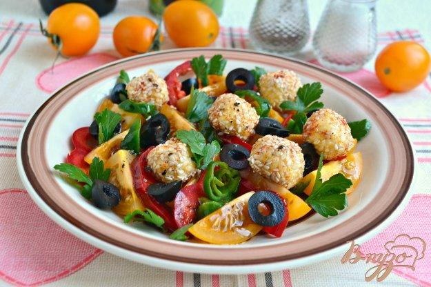 фото рецепта: Салат из желтых помидоров с сырными шариками