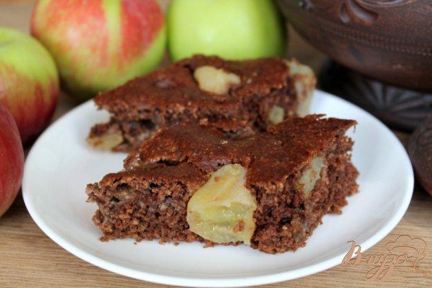 фото рецепта: Овсяный пирог с кэробом и яблоками