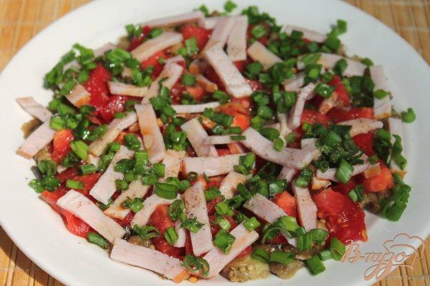 фото рецепта: Салат с баклажанами помидором и ветчиной
