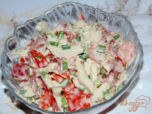 фото рецепта: Салат из помидоров с куриным филе