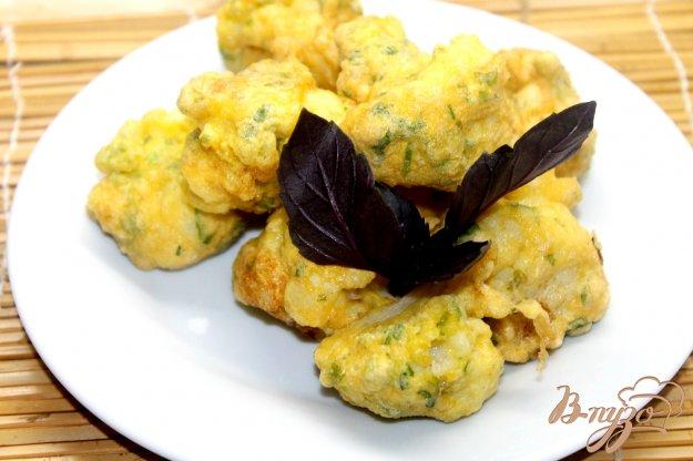фото рецепта: Цветная капуста в кляре с добавлением зелени