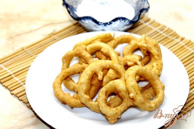 фото рецепта: Пышные луковые кольца фри со сметанным соусом