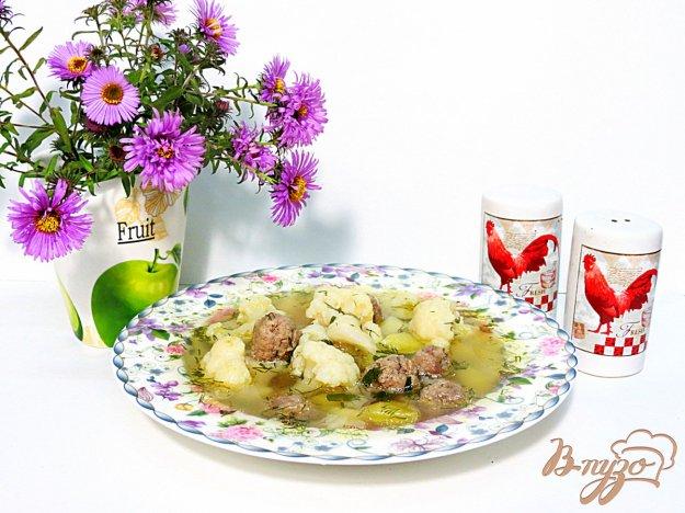 фото рецепта: Суп с фрикадельками и цветной капустой