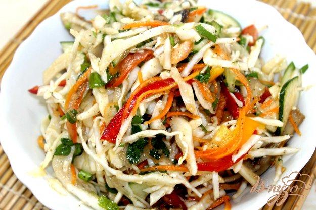 фото рецепта: Капустный салат с маринованными грибами