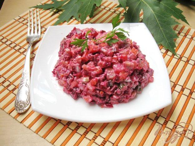 фото рецепта: Винегрет с красным луком, майонезом и маринованными грибами