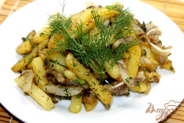 фото рецепта: Картофель по - деревенски с баклажанами и свиными ушками