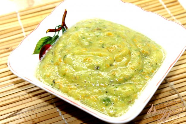 фото рецепта: Быстрый соус из желтых помидоров и базилика