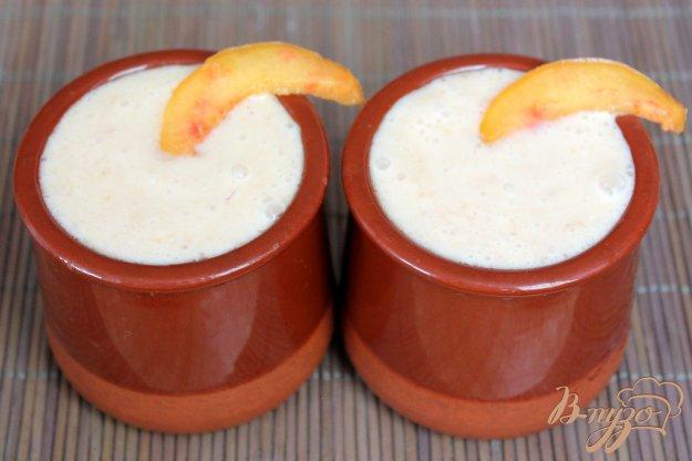 фото рецепта: Коктейль молочно-медовый со сливой и персиком