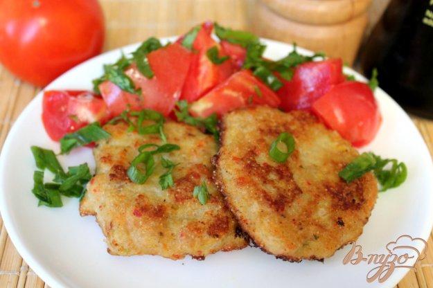 фото рецепта: Куриные котлеты с кабачком и острым перцем