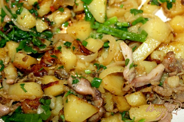 фото рецепта: Жаренный картофель с маринованной курицей
