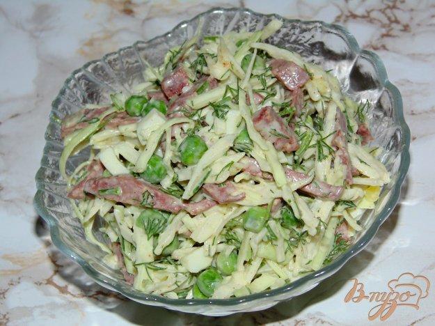 фото рецепта: Капустный салат с яйцом и колбасой
