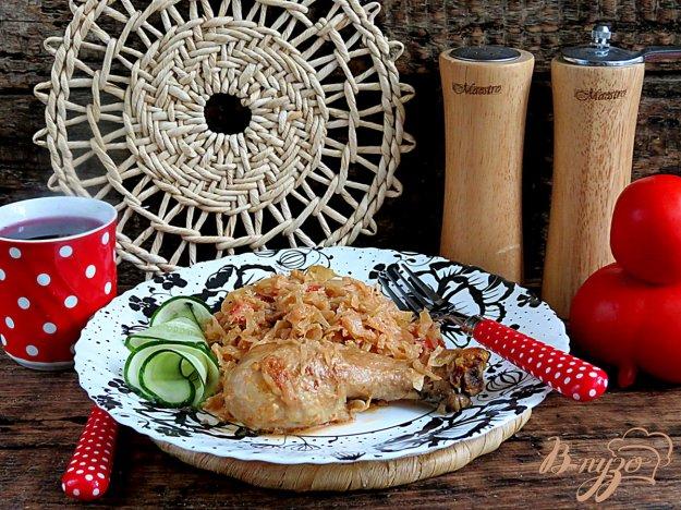 фото рецепта: Капуста тушёная с куриными голенями и помидорами