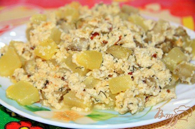 фото рецепта: Кабачки и баклажаны, тушеные в сметане с сыром