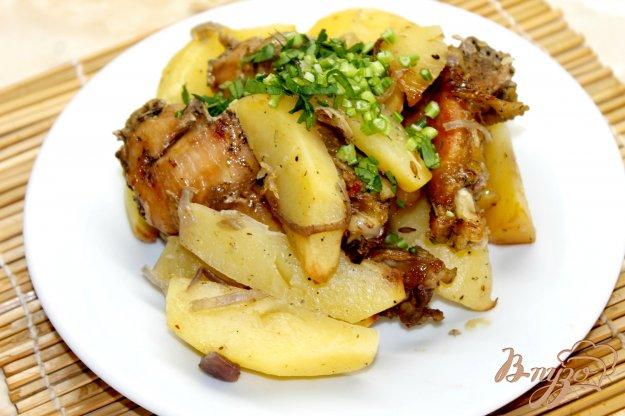 фото рецепта: Картофель запеченный с куриными крыльями в рукаве