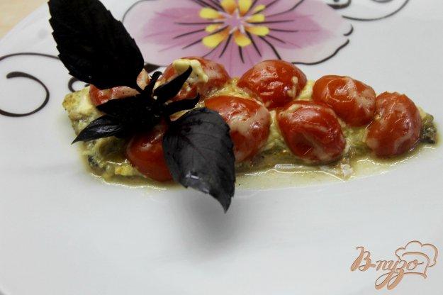 фото рецепта: Филе скумбрии запеченное с помидорами черри под сыром