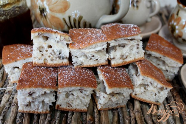 фото рецепта: Пирог на сметане с грецкими орехами и семенами льна