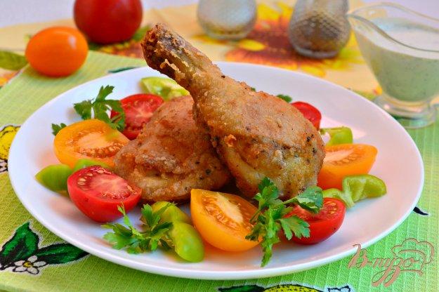 фото рецепта: Хрустящие куриные окорочка в крахмальной панировке на сковороде