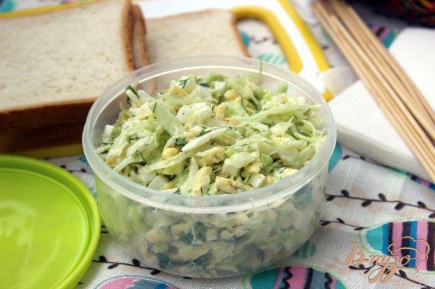 фото рецепта: Салат из молодой капусты с сыром
