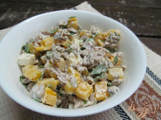 фото рецепта: Салат из мяса индейки с перцем и семечками