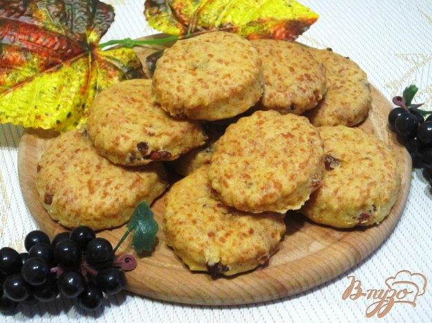 фото рецепта: Печенье с беконом и сыром