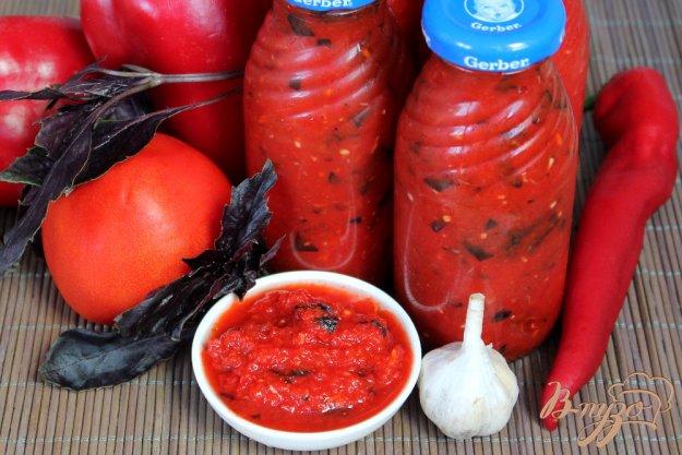 фото рецепта: Жгучая аджика с базиликом и хреном