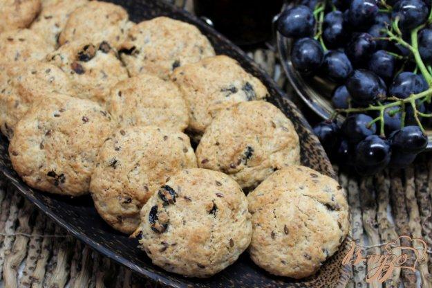 фото рецепта: Печенье со ржаными отрубями, изюмом и семенами льна