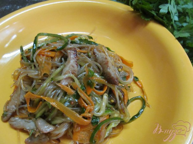 фото рецепта: Фунчоза с индейкой и овощами