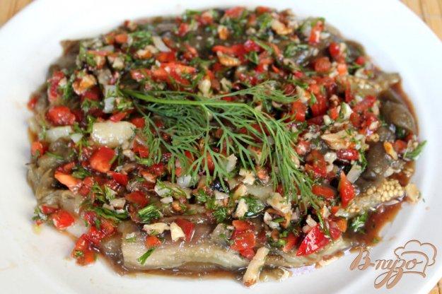 фото рецепта: Баклажаны под соусом из грецких орехов и болгарского перца, с чесноком и бальзамикой