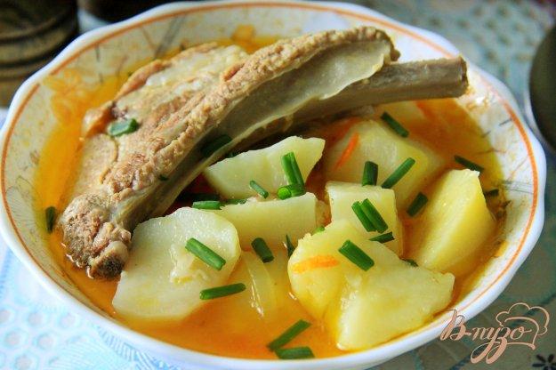 фото рецепта: Картофель, тушеный со свиными ребрами