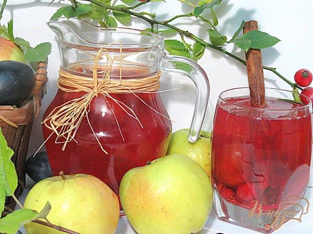 фото рецепта: Компот из кизила, яблок и слив