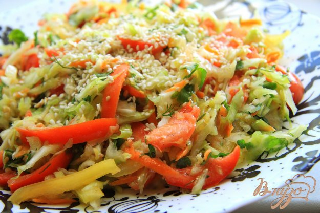 фото рецепта: Витаминный салат из свежей капусты
