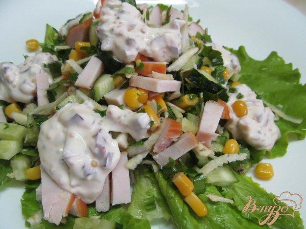 фото рецепта: Салат с копченой курицей и огурцом