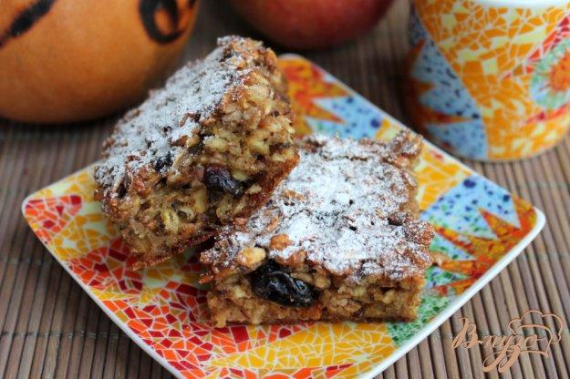 фото рецепта: Пирог на основе хлопьев ассорти с изюмом и семенами льна.