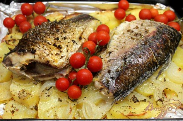 фото рецепта: Карп запеченный картофелем и луком