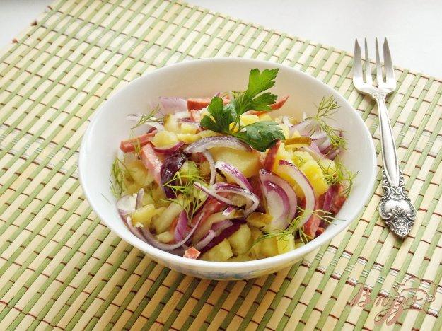 фото рецепта: Салат с копченой колбасой и картофелем