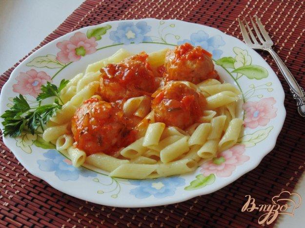 фото рецепта: Тефтели из курицы в соусе с маринованными огурцами