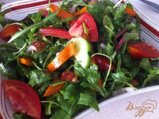 фото рецепта: Овощной салат с рукколой и мангольдом