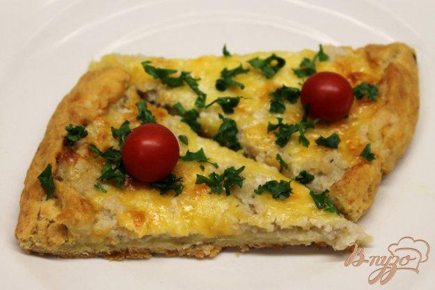 фото рецепта: Пирог с рыбным фаршем и сыром