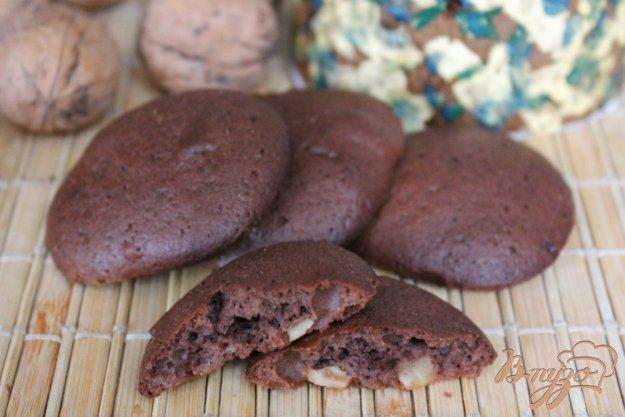 фото рецепта: Шоколадное печенье с грецкими орехами