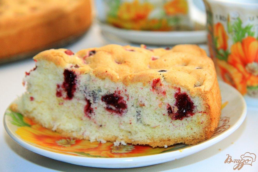 Бисквит с ягодами рецепт с фото в мультиварке